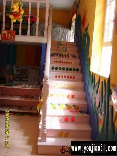 幼儿园室内环境布置:楼梯布置
