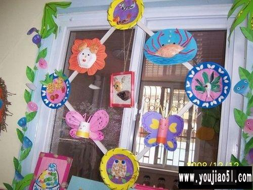 门窗装饰:幼儿手工作品展