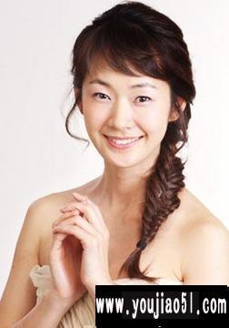 韩国单眼皮女星明世彬的发型可爱又充满女人味,小眼睛美眉不妨来学学
