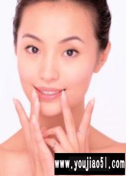卸除唇妆基本步骤图解