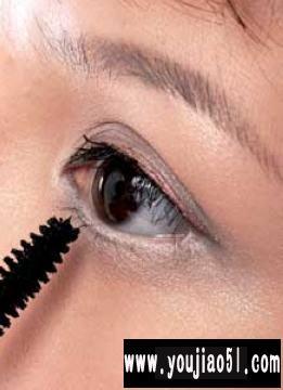 外双眼皮女性如何画眼线